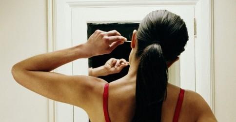 čstenie uší vatovými tyčinkami
