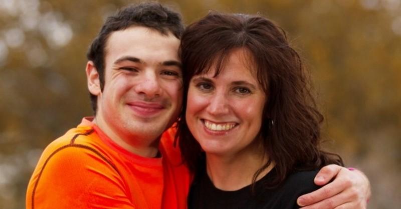 Chlapec chemoterapiu odmietol a rakovinu porazil. Čo ho vyliečilo?