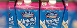 Ak poznáte niekoho, kto kupuje mandľové mlieko, povedzte mu, aby prestal