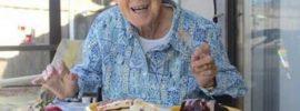 90 ročná babička s rakovinou odmietla chemoterapiu. Namiesto nej urobila toto