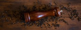 Ajurvédske prínosy čierneho korenia pre zdravé trávenie jedla