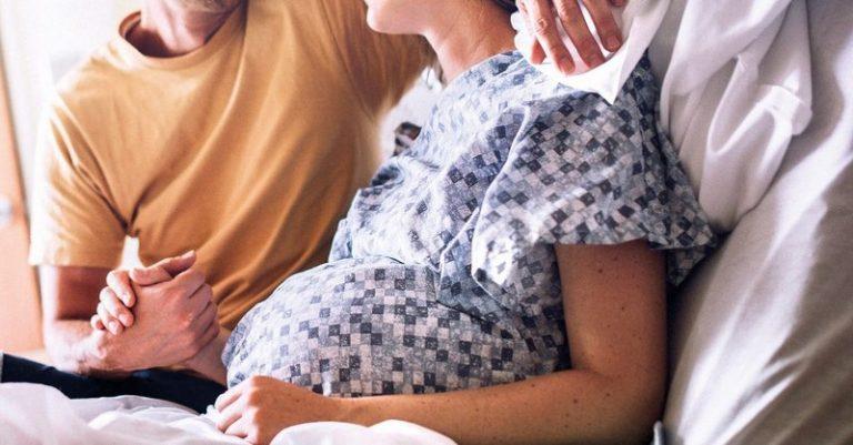 Zvažujete epidurál? Uvádzame 10 príčin, prečo je lepšie rodiť bez neho