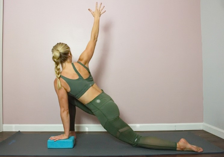 Týchto 9 uvoľňujúcich pozícií vám uľaví od bolesti chrbta a pliec