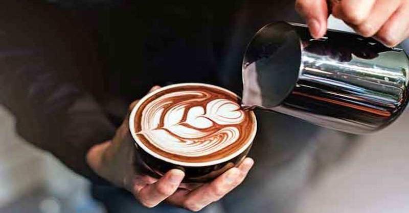 Prečo každý človek nad 45 rokov by mal piť kávu denne