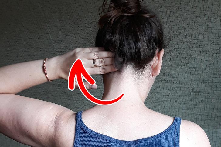 4 techniky sebamasáže, ktoré vás dokážu zbaviť bolesti krku