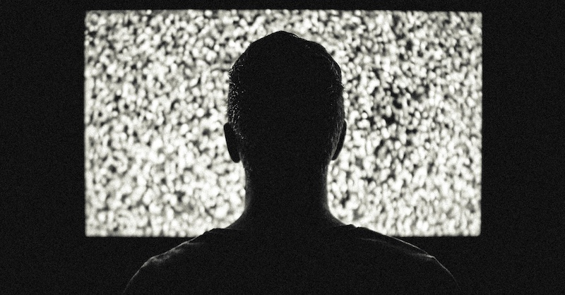 Vymývanie mozgov, spoločenská kontrola aprogramovanie – prečo by ste mali vypnúť svoj televízor
