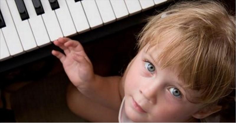 Ak chcete urýchliť vývoj mozgu u detí, naučte ich počúvať hudbu