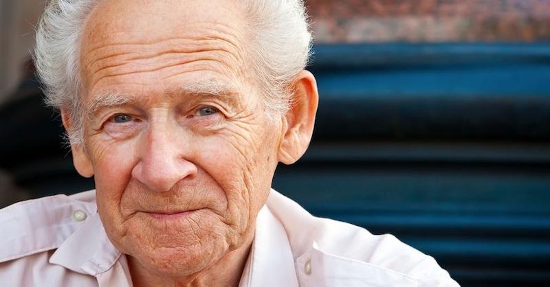 75 ročný pacient zmenil stravu auzdravil sa z Parkinsonovej choroby