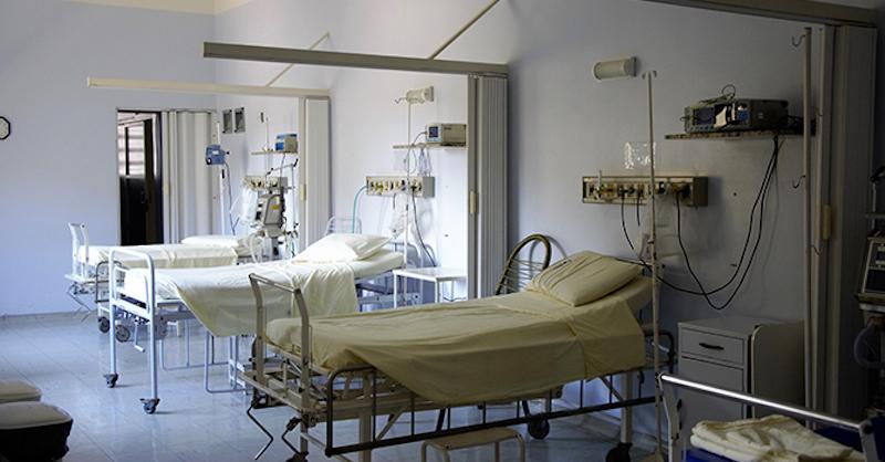 Anglický lekár opandémii: Vyľudnené nemocnice aprázdne húkajúce sanitky