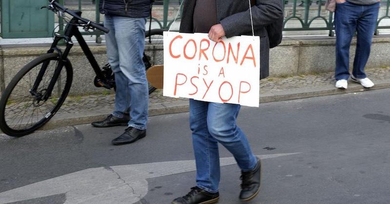 Je hystéria okolo koronavírusu psychologickou operáciou? Čo tým sledujú?