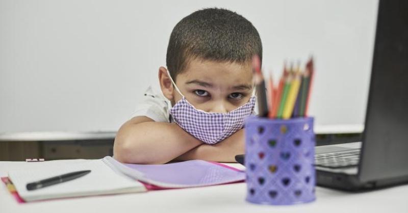 78 nemeckých lekárov varuje pred rizikom nosenia rúšok počas vyučovania