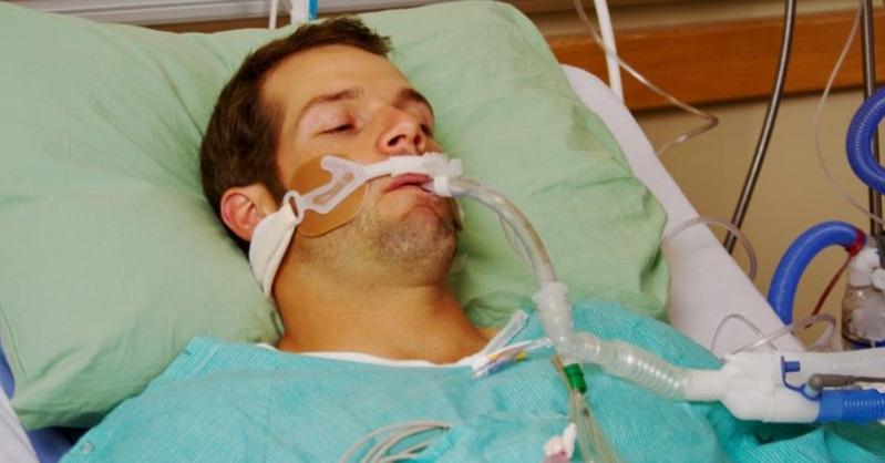 Úmrtia na koronavírus poklesli po tom, čo lekári odmietli ventilátory