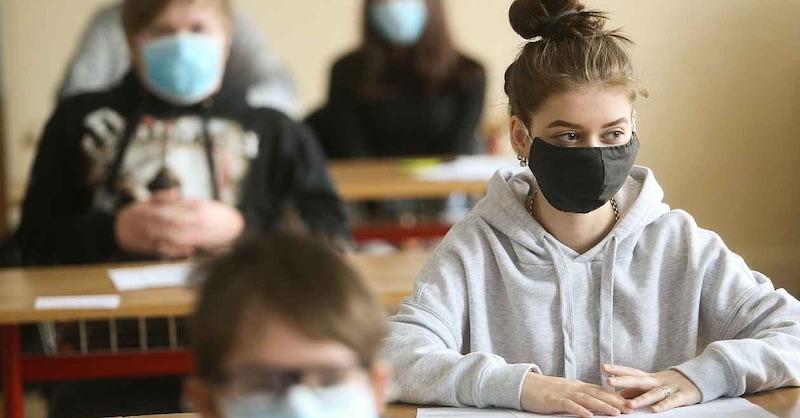 Študenti vrúškach kolabujú. Gymnázium sa už nemieni prizerať aposiela list ministrom