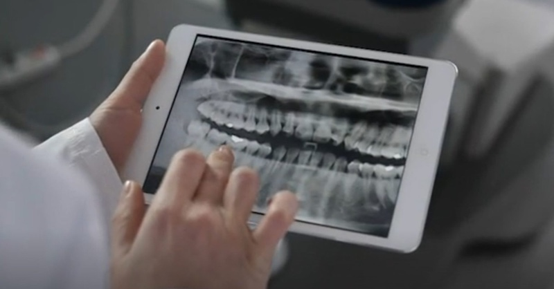 Zubní lekári varujú: Nosenie rúška môže viesť kmŕtviciam a infarktom