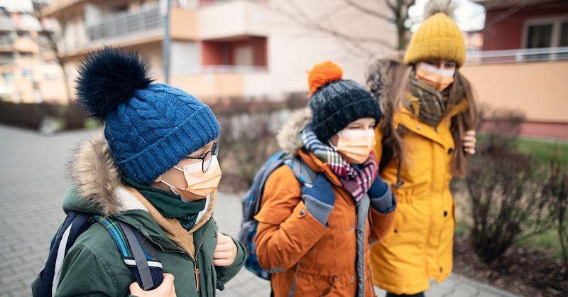 Senzačný verdikt: Nemecký súd zrušil rúška, odstupy aj testovanie detí vškolách