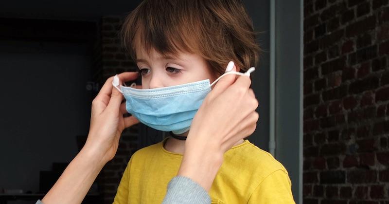 Školy s rúškami zaznamenali o37% viac infekcií covidu než školy bez rúšok