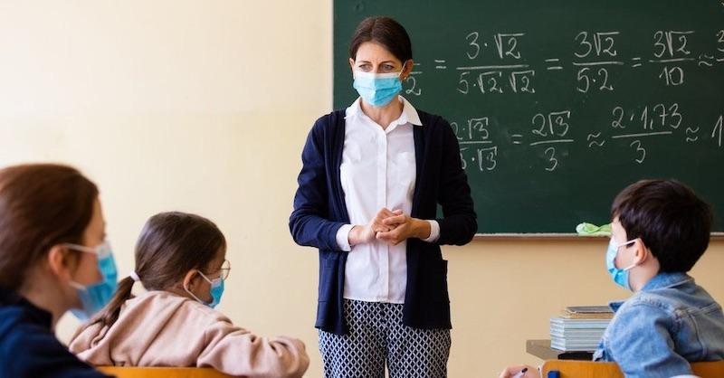 Podľa štúdie zo Stanfordu sú rúška bezcenné, škodia zdraviu a môžu viesť kpredčasnej smrti