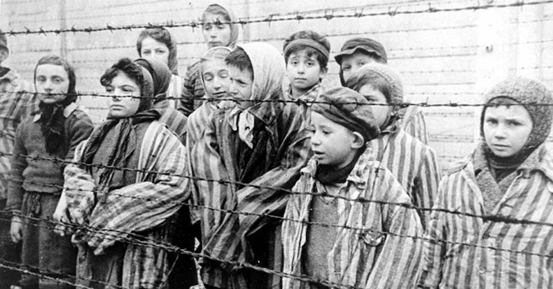 """Americký Žid varuje: """"Vakcíny sú nové plynové komory amédiami živený strach do nich vháňa milióny ľudí"""""""