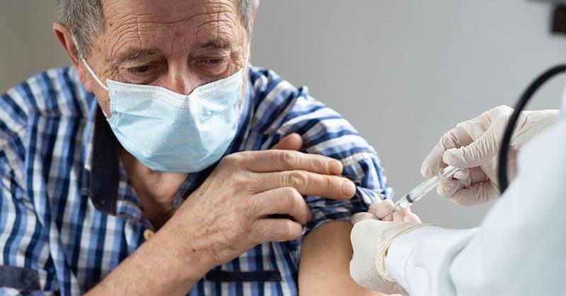 Според британската правителствена агенция повечето настоящи смъртни случаи с COVID са ваксинирани