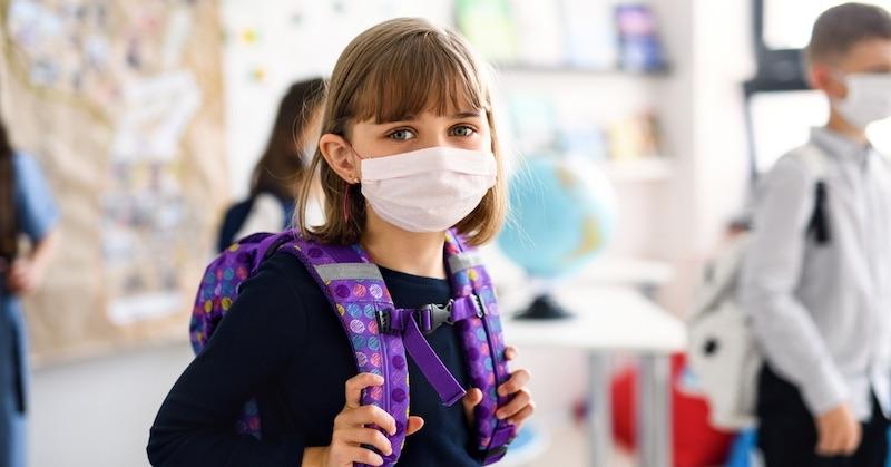 Vedecká štúdia na deťoch zistila, že už 3 minútové nosenie rúška je toxické