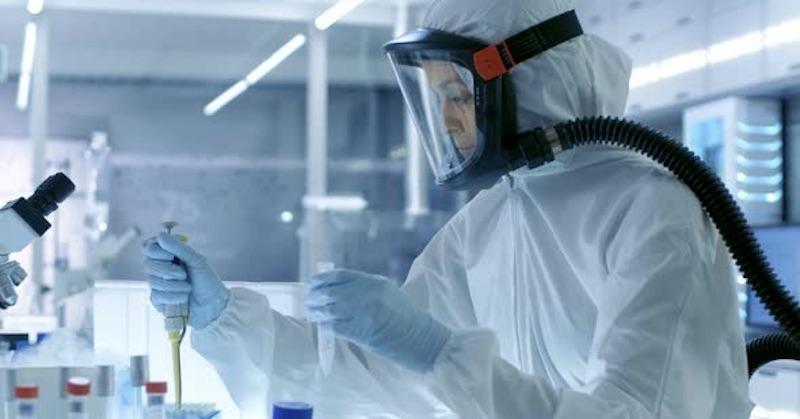 Očkovaní zdravotníci mali 251-násobnú vírusovú nálož ako neočkovaní, zistila oxfordská štúdia